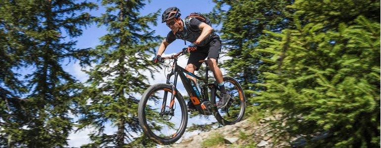 Header Mountainbike met een motor